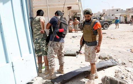 Chien truong danh IS o Libya nong ham hap - Anh 11