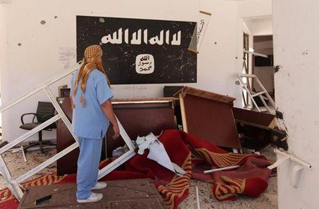 Chien truong danh IS o Libya nong ham hap - Anh 13