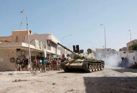 Chien truong danh IS o Libya nong ham hap - Anh 1