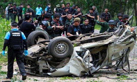 Danh bom o Thai Lan, 3 canh sat thiet mang - Anh 1