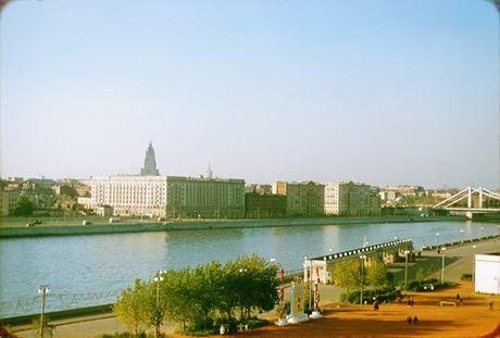 Loat anh cuc dep ve Moscow nam 1956 cua pho nhay Phap (1) - Anh 16