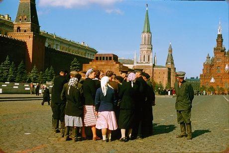 Loat anh cuc dep ve Moscow nam 1956 cua pho nhay Phap (1) - Anh 3