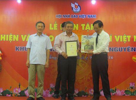 Hon 4000 hien vat trao tang cho Bao tang Bao chi Viet Nam - Anh 1