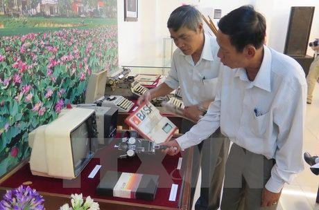 Hon 4000 hien vat trao tang cho Bao tang Bao chi Viet Nam - Anh 2
