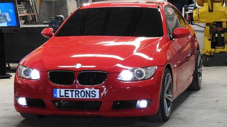 Xe BMW bien hinh thanh robot Transformer: xe chay duoc, robot chua di duoc - Anh 2