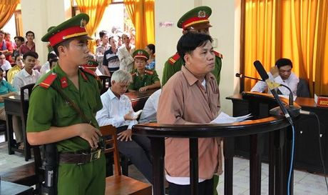 Huy an vu Le Van Tuyen 'Co y lam trai quy dinh cua Nha nuoc - Anh 1