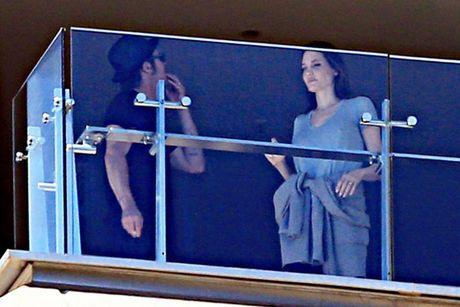 Hai lan Brad va Angelina lo anh cai va trong 2 nam ket hon - Anh 3