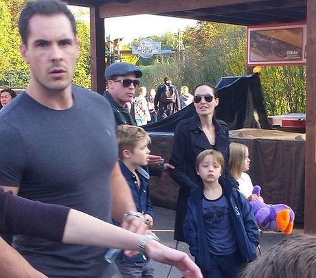Hai lan Brad va Angelina lo anh cai va trong 2 nam ket hon - Anh 9