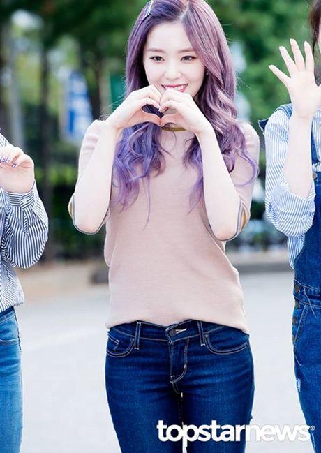 Nu than cua I.O.I va Red Velvet do sac tren duong den Music Bank - Anh 3
