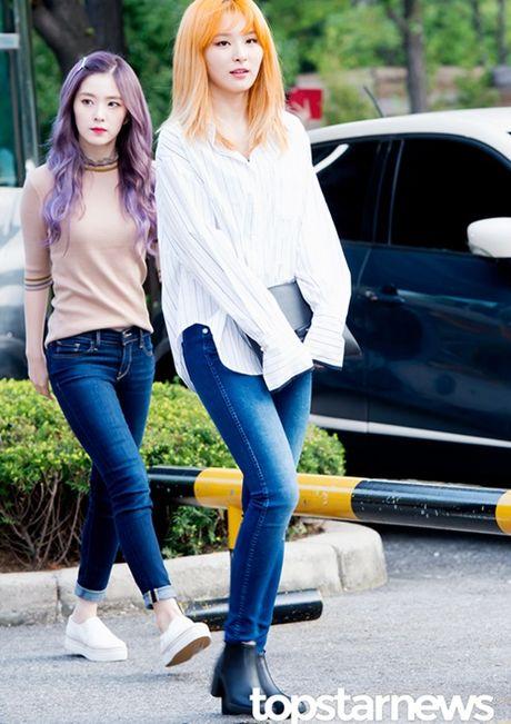 Nu than cua I.O.I va Red Velvet do sac tren duong den Music Bank - Anh 4