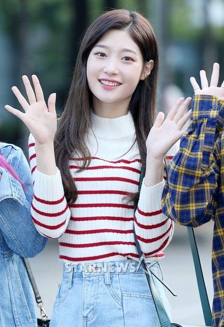 Nu than cua I.O.I va Red Velvet do sac tren duong den Music Bank - Anh 6