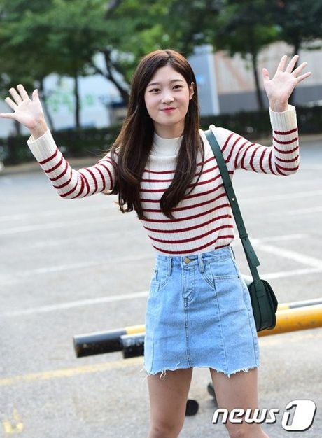 Nu than cua I.O.I va Red Velvet do sac tren duong den Music Bank - Anh 7