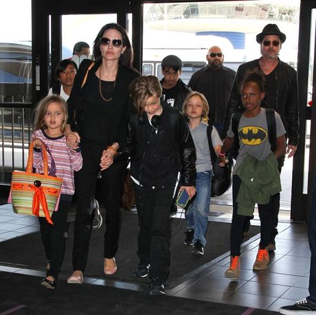 """Bi Angelina Jolie """"da"""", Brad Pitt vuong vao cuoc dieu tra bao hanh gia dinh - Anh 4"""