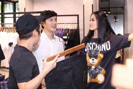 Bat gap Dong Nhi - Ong Cao Thang tinh tu di mua sam - Anh 1