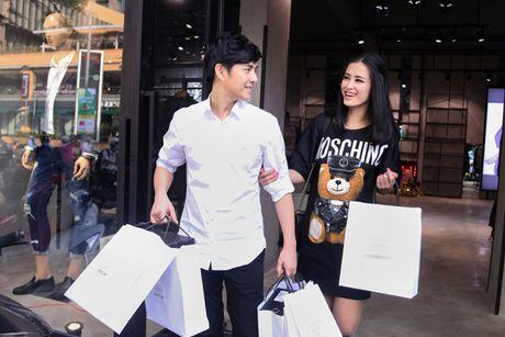 Bat gap Dong Nhi - Ong Cao Thang tinh tu di mua sam - Anh 6