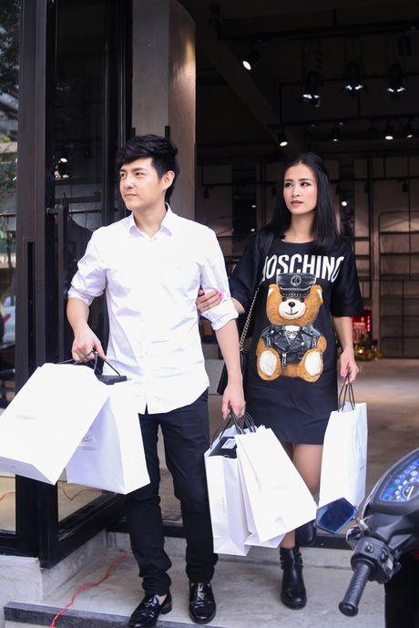 Bat gap Dong Nhi - Ong Cao Thang tinh tu di mua sam - Anh 7