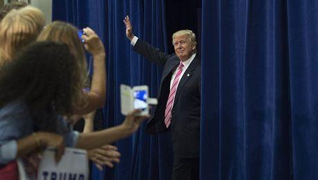 Ung ho Donald Trump, chinh gioi chau Au muon thoat My? - Anh 1
