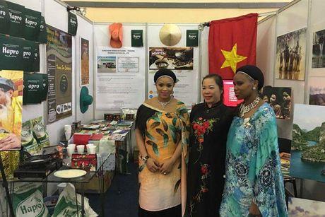 Hoi cho Quoc te Swaziland: An tuong gian hang Viet Nam - Anh 1