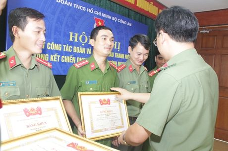 Doan Thanh nien Bo Cong an tong ket Chien dich Thanh nien tinh nguyen he 2016 - Anh 2