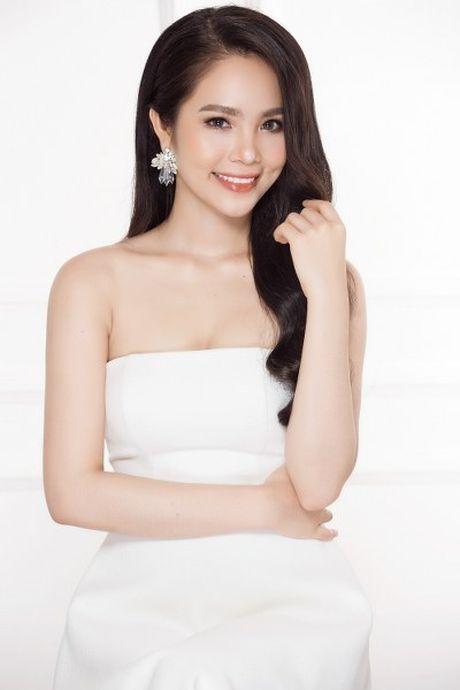 Hoa hau Duong Kim Anh vai tran goi cam - Anh 1