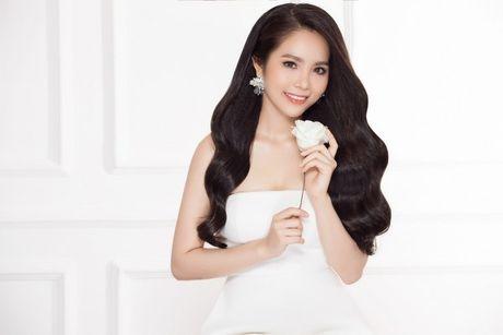 Hoa hau Duong Kim Anh vai tran goi cam - Anh 3