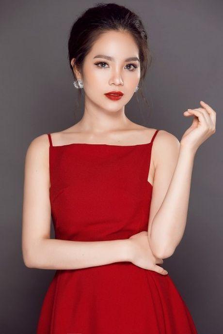 Hoa hau Duong Kim Anh vai tran goi cam - Anh 4