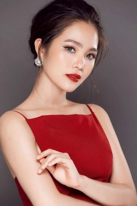 Hoa hau Duong Kim Anh vai tran goi cam - Anh 5