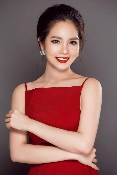 Hoa hau Duong Kim Anh vai tran goi cam - Anh 7