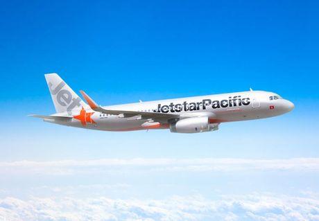 May bay Jetstar boc khoi 'den ngom' mot vung troi Australia - Anh 1