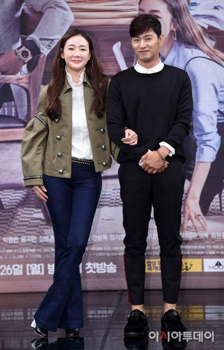 Choi Ji Woo xuong sac tham hai, mat cung do nhu tuong sap - Anh 10