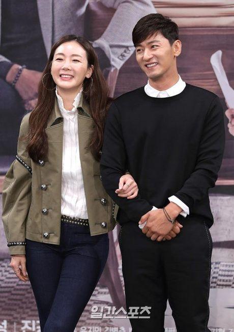 Choi Ji Woo xuong sac tham hai, mat cung do nhu tuong sap - Anh 11