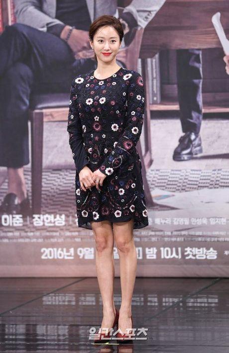 Choi Ji Woo xuong sac tham hai, mat cung do nhu tuong sap - Anh 13