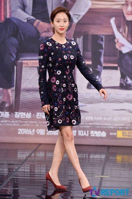 Choi Ji Woo xuong sac tham hai, mat cung do nhu tuong sap - Anh 14