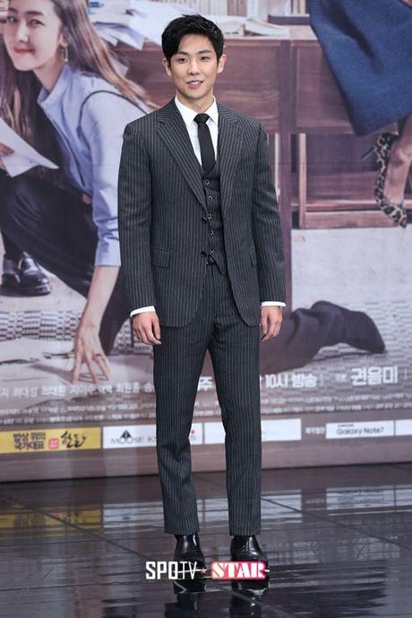 Choi Ji Woo xuong sac tham hai, mat cung do nhu tuong sap - Anh 15
