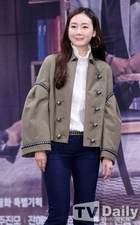 Choi Ji Woo xuong sac tham hai, mat cung do nhu tuong sap - Anh 2