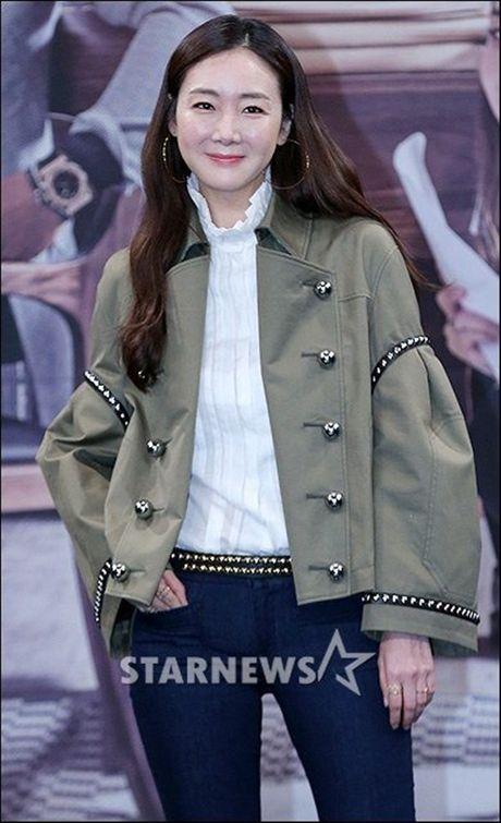 Choi Ji Woo xuong sac tham hai, mat cung do nhu tuong sap - Anh 8