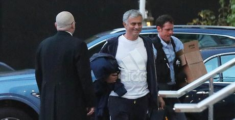 Mourinho lam viec nhu dien truoc dai chien voi Leicester - Anh 1