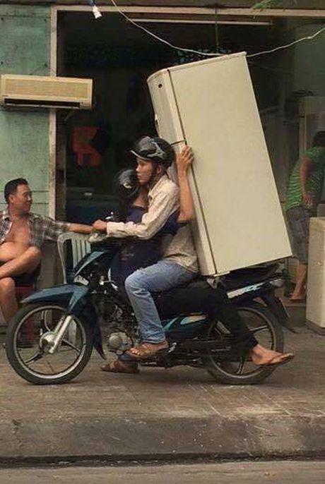 Nhung hiem nguy rinh rap tre nho tren duong pho Viet Nam - Anh 10