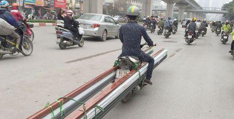 Nhung hiem nguy rinh rap tre nho tren duong pho Viet Nam - Anh 1