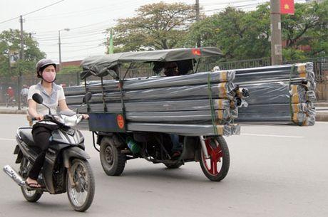 Nhung hiem nguy rinh rap tre nho tren duong pho Viet Nam - Anh 3
