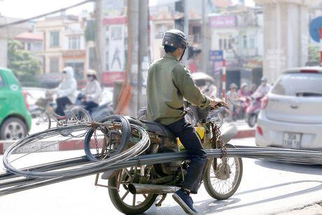 Nhung hiem nguy rinh rap tre nho tren duong pho Viet Nam - Anh 9
