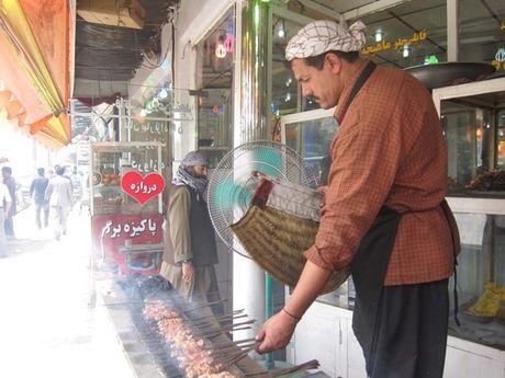 Thuong thuc ga ham Chainaki va com Kichiri Quroot o Afghanistan - Anh 1