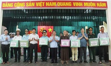Hon 1.600 luot nguoi di tham quan dan quan dao Truong Sa - Anh 1