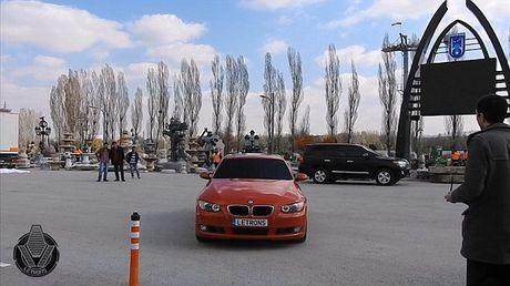 'Hoa phep' BMW thanh robot Transformer bang mot nut bam - Anh 2