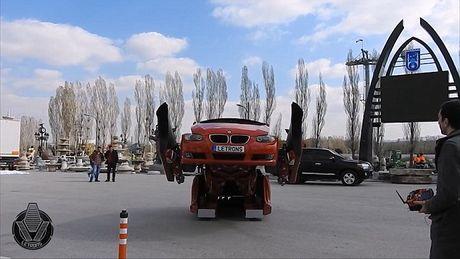 'Hoa phep' BMW thanh robot Transformer bang mot nut bam - Anh 3