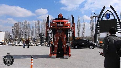 'Hoa phep' BMW thanh robot Transformer bang mot nut bam - Anh 4