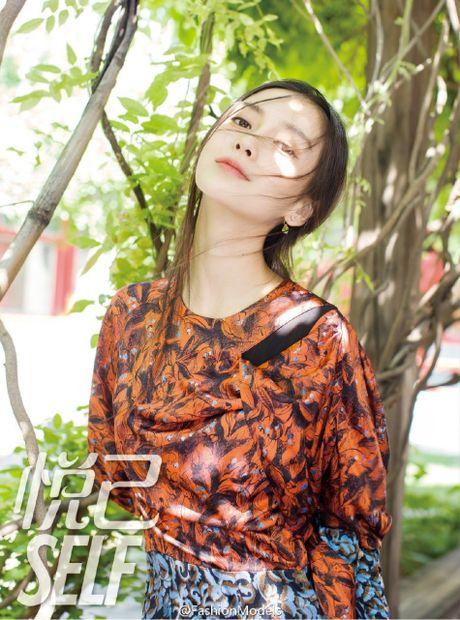 My nhan Angelababy bau 4 thang van dep kieu sa day cuon hut - Anh 2
