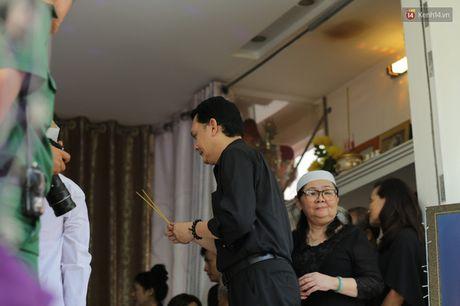 Hinh anh dong nghiep, nguoi ham mo tien dua nghe si Thanh Tong - Anh 4