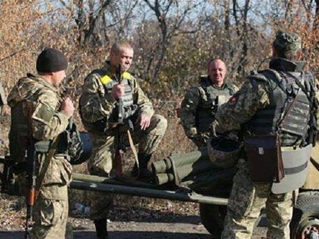 Cac ben xung dot o Ukraine nhat tri rut luc luong o 3 diem nong - Anh 1