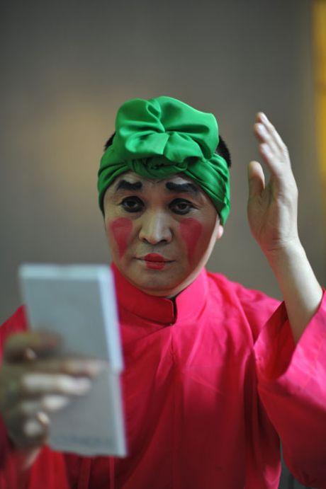 NSUT Xuan Hinh: Ra duong, ai vay cung vao! - Anh 5